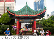 Купить «Singapore, Republic of Singapore, People in a small park in Chinatown», фото № 33229766, снято 23 января 2020 г. (c) Caro Photoagency / Фотобанк Лори