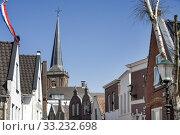Typical Dutch village center. Стоковое фото, фотограф Peter de Kievith / PantherMedia / Фотобанк Лори