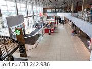 Купить «Главный холл аэропорта Кольцово, Екатеринбург», фото № 33242986, снято 11 июля 2015 г. (c) Кекяляйнен Андрей / Фотобанк Лори