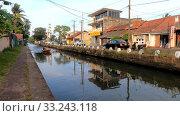 Купить «Вид на городской канал. Негомбо, Шри-Ланка», видеоролик № 33243118, снято 3 февраля 2020 г. (c) Виктор Карасев / Фотобанк Лори
