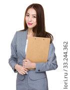 Купить «Young Businesswoman hold with clipboard», фото № 33244362, снято 8 апреля 2020 г. (c) PantherMedia / Фотобанк Лори