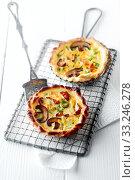 Купить «Homemade savory autumn quiche with mushrooms», фото № 33246278, снято 30 марта 2020 г. (c) PantherMedia / Фотобанк Лори