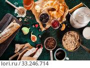 Купить «Large country breakfast spread», фото № 33246714, снято 1 апреля 2020 г. (c) PantherMedia / Фотобанк Лори