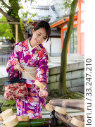Купить «Japanese woman washing hand before go inside the temple», фото № 33247210, снято 29 февраля 2020 г. (c) PantherMedia / Фотобанк Лори