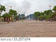 Площадь перед Королевским дворцом. Фес. Марокко (2013 год). Редакционное фото, фотограф Сергей Афанасьев / Фотобанк Лори