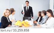 Купить «building chief speech at meeting in office», фото № 33259858, снято 31 марта 2020 г. (c) Татьяна Яцевич / Фотобанк Лори