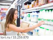 Купить «Beautiful young woman shopping in a grocery store/supermarket (color toned image)», фото № 33259870, снято 5 апреля 2020 г. (c) PantherMedia / Фотобанк Лори