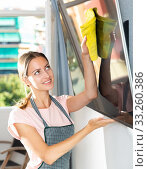 Купить «Woman washing TV screen», фото № 33260386, снято 9 апреля 2020 г. (c) Яков Филимонов / Фотобанк Лори