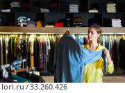 Купить «Fashionable woman buys denim shirt», фото № 33260426, снято 12 июля 2020 г. (c) Яков Филимонов / Фотобанк Лори