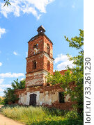 Купить «Saratov Region, Russia. Traveling around the Novoburas district, the sights of the village of Loch, Gremyachka. Church of St. Nicholas the Wonderworker. Ruined building 19th century 1821. Photo series», фото № 33261230, снято 6 июля 2019 г. (c) Светлана Евграфова / Фотобанк Лори