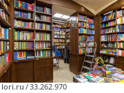 Moscow, Russia - Feb 21. 2020. Biblio Globus - the largest and oldest book store in Russia. Indoors. Редакционное фото, фотограф Володина Ольга / Фотобанк Лори