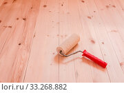 Купить «Paint roller brush on wood background.», фото № 33268882, снято 29 марта 2020 г. (c) easy Fotostock / Фотобанк Лори