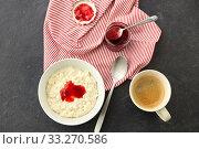 Купить «porridge breakfast with jam, spoon and coffee», фото № 33270586, снято 1 ноября 2018 г. (c) Syda Productions / Фотобанк Лори