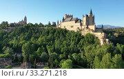 Купить «Aerial view of fortress Alcazar of Segovia. Spain», видеоролик № 33271218, снято 17 июня 2019 г. (c) Яков Филимонов / Фотобанк Лори