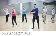 Купить «Dance class for adult people, positive young and mature men and women training in dance studio», видеоролик № 33271402, снято 1 апреля 2020 г. (c) Яков Филимонов / Фотобанк Лори