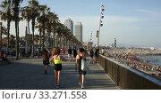 Купить «Beach with many people resting at Barcelona seaside in Catalonia, Spain», видеоролик № 33271558, снято 29 июня 2019 г. (c) Яков Филимонов / Фотобанк Лори