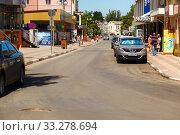 Купить «Streets of the city with moving cars», фото № 33278694, снято 30 июня 2019 г. (c) Владимир Арсентьев / Фотобанк Лори