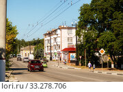 Купить «Streets of the city with moving cars», фото № 33278706, снято 30 июня 2019 г. (c) Владимир Арсентьев / Фотобанк Лори
