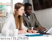 Купить «Focused coworkers working together», фото № 33279870, снято 25 мая 2020 г. (c) Яков Филимонов / Фотобанк Лори