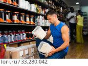 Купить «Man choosing food supplements in store», фото № 33280042, снято 7 апреля 2020 г. (c) Яков Филимонов / Фотобанк Лори
