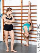Купить «Two fit young females during workout in fitness club», фото № 33280162, снято 10 мая 2018 г. (c) Яков Филимонов / Фотобанк Лори