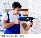 Repairman working with drilling drill perforator. Стоковое фото, фотограф Elnur / Фотобанк Лори