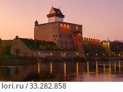 Купить «Средневековый замок Германа в октябрьские сумерки. Нарва, Эстония», фото № 33282858, снято 17 октября 2018 г. (c) Виктор Карасев / Фотобанк Лори