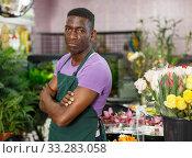 Proud florist in floral shop. Стоковое фото, фотограф Яков Филимонов / Фотобанк Лори