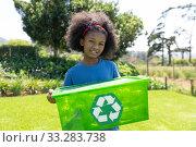 Volunteers collecting rubbish and recycling. Стоковое фото, агентство Wavebreak Media / Фотобанк Лори