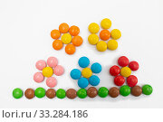 Купить «Flower arrangement laid out of multi-colored round jelly beans», фото № 33284186, снято 29 мая 2020 г. (c) Екатерина Кузнецова / Фотобанк Лори