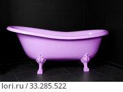 Купить «Пурпурная ванная в темной комнате», фото № 33285522, снято 3 ноября 2010 г. (c) Игорь Долгов / Фотобанк Лори