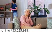 Купить «happy senior woman calling on smartphone at home», видеоролик № 33285918, снято 19 января 2020 г. (c) Syda Productions / Фотобанк Лори