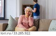 Купить «happy senior woman calling on smartphone at home», видеоролик № 33285922, снято 19 января 2020 г. (c) Syda Productions / Фотобанк Лори