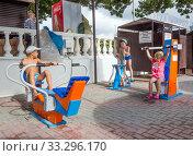 Купить «Детский спортивный городок, центральный пляж поселка Кабардинка», фото № 33296170, снято 4 августа 2019 г. (c) Вячеслав Палес / Фотобанк Лори