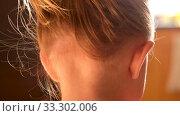 Anonymous little girl with ponytail. Стоковое видео, видеограф Ekaterina Demidova / Фотобанк Лори