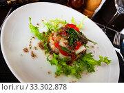 Купить «Cod timbale with roasted red peppers and arugula», фото № 33302878, снято 6 апреля 2020 г. (c) Яков Филимонов / Фотобанк Лори