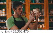 Купить «Pottery - potter master is examining a clay pot», видеоролик № 33303470, снято 5 апреля 2020 г. (c) Константин Шишкин / Фотобанк Лори