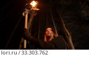 Купить «Young lost woman walking in dark winter forest with a handmade torch», видеоролик № 33303762, снято 28 мая 2020 г. (c) Константин Шишкин / Фотобанк Лори