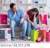 Купить «Young pair after shopping with many bags», фото № 33311278, снято 17 апреля 2017 г. (c) Elnur / Фотобанк Лори