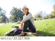 Купить «Cheerful woman in Central Park reading New York city guide», фото № 33327966, снято 31 марта 2020 г. (c) PantherMedia / Фотобанк Лори