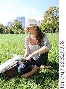 Купить «Cheerful woman in Central Park reading New York city guide», фото № 33327978, снято 4 апреля 2020 г. (c) PantherMedia / Фотобанк Лори