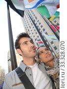 Купить «Couple standing by the Rockfeller center in New York City», фото № 33328070, снято 4 апреля 2020 г. (c) PantherMedia / Фотобанк Лори