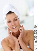 Купить «Portrait of attractive woman in bathroom», фото № 33333994, снято 7 августа 2020 г. (c) PantherMedia / Фотобанк Лори