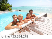 Happy family enjoying bath time in infinity pool. Стоковое фото, фотограф Fabrice Michaudeau / PantherMedia / Фотобанк Лори