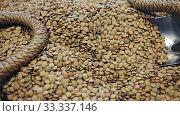 Купить «Lentils in wicker basket on shelf of grocery store», видеоролик № 33337146, снято 5 июля 2020 г. (c) Яков Филимонов / Фотобанк Лори