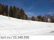Купить «Beautiful mountains covered with snow. Sunny day and blue sky on a frosty day», фото № 33340590, снято 5 марта 2019 г. (c) Олег Хархан / Фотобанк Лори