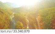 Купить «Low altitude flight over fresh fast mountain river with rocks at sunny summer morning.», видеоролик № 33340870, снято 5 апреля 2019 г. (c) Александр Маркин / Фотобанк Лори