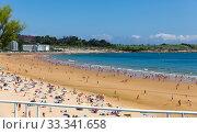 Купить «Santander, Spain - July 14, 2019: Crowded beach in Santander seaside, Spain», фото № 33341658, снято 14 июля 2019 г. (c) Яков Филимонов / Фотобанк Лори