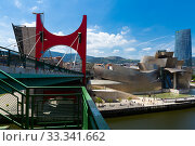 Купить «Bilbao, Spain - July 16, 2019: Guggenheim Museum Bilbao and Puente de La Salve», фото № 33341662, снято 16 июля 2019 г. (c) Яков Филимонов / Фотобанк Лори