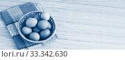 Несколько куриных яиц в плетеной корзинке. Тонирование. Место для текста. Стоковое фото, фотограф Наталья Гармашева / Фотобанк Лори